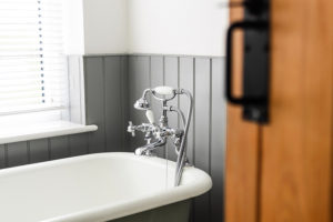 Chrome bathtub faucet